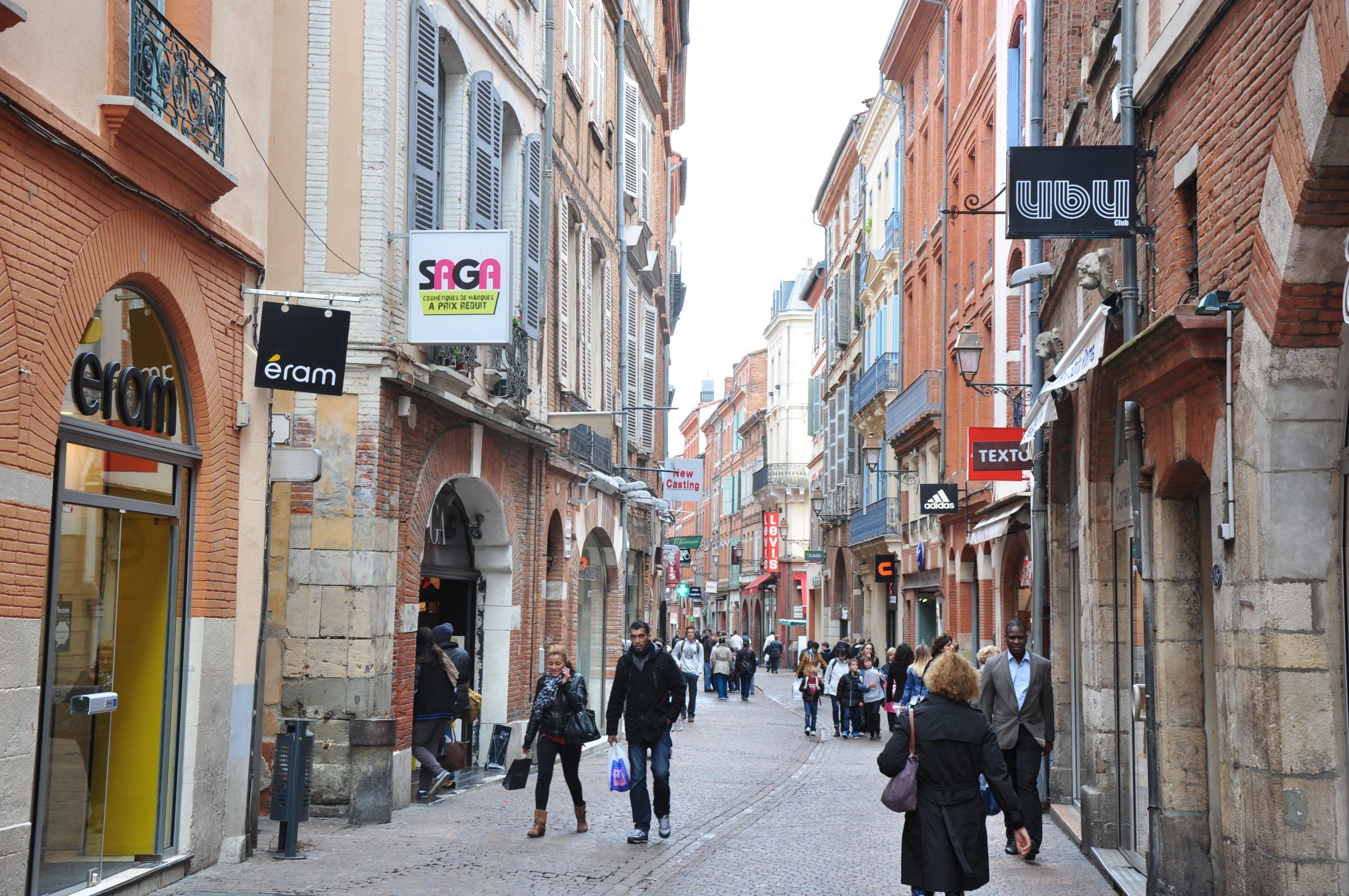 Rue_Saint_Rome,_Toulouse,_Midi-Pyrénées,_France_-_panoramio_(1)